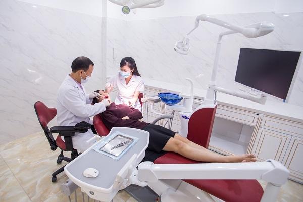nhổ răng bị chảy máu 3